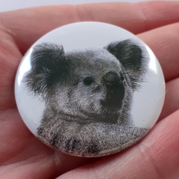 Jessy Megan badge portrait animal Koala hand