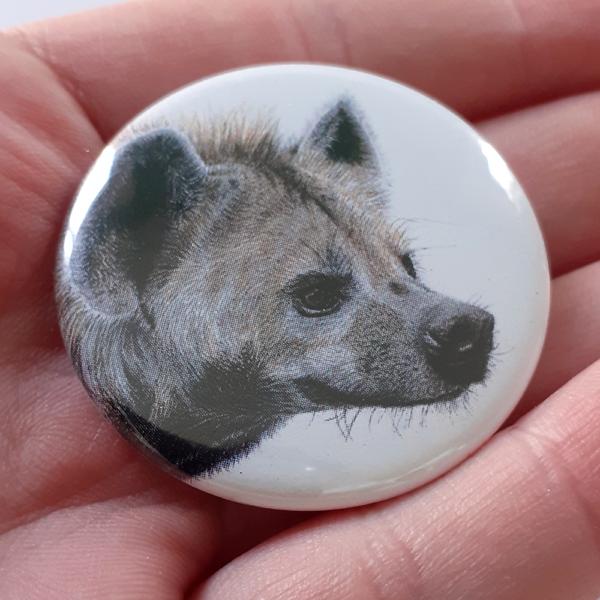 Jessy Megan badge portrait animal Hyène main