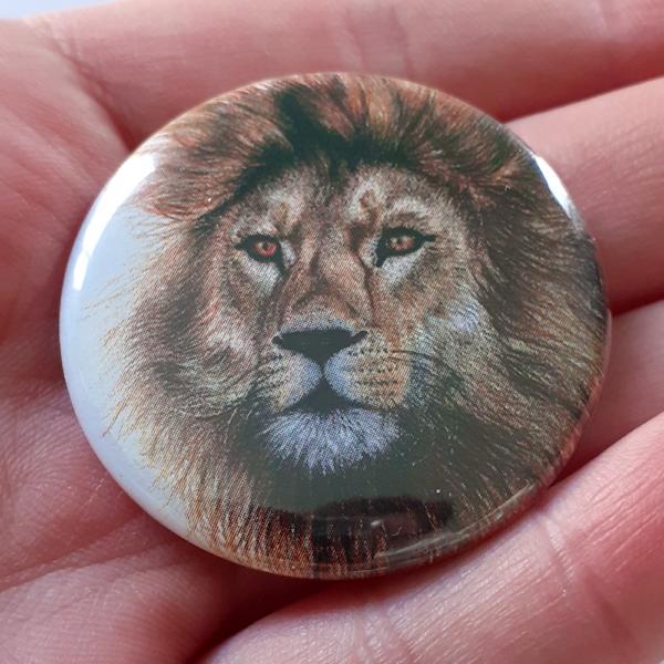 Jessy Megan badge portrait animal Lion main